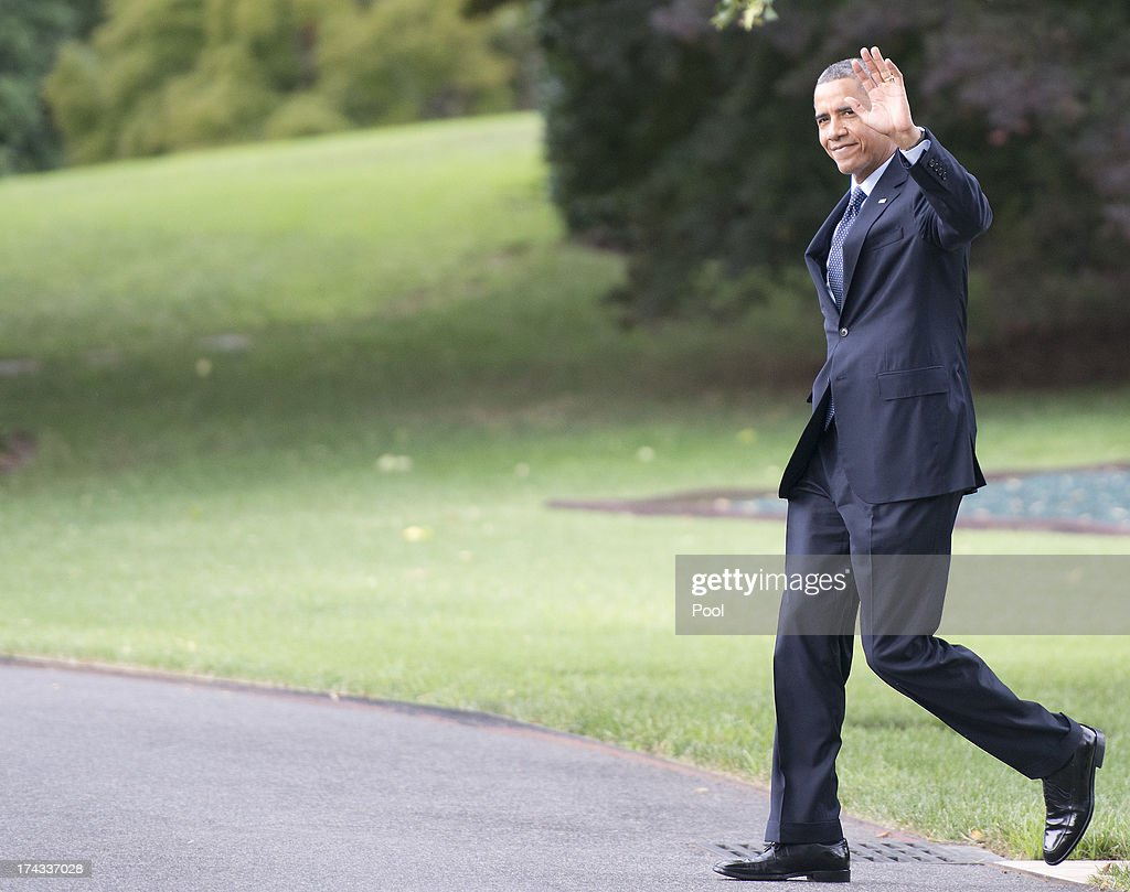 U.S. President Barack Obama waves to the press pool as he prepares to depart the South Lawn of the White House July 24, 2013in Washington, DC. The President plans to deliver speeches in Galesburg, Illinois and Warrensburg, Missouri.