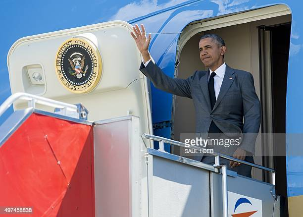 US President Barack Obama waves upon his arrival at the international airport to attend the AsiaPacific Economic Cooperation Summit in Manila on...