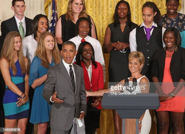 S President Barack Obama welcomes 2012 NCAA Women's Basketball champion Baylor University Lady Bears Head Coach Kim Mulkey to the podium in the East...