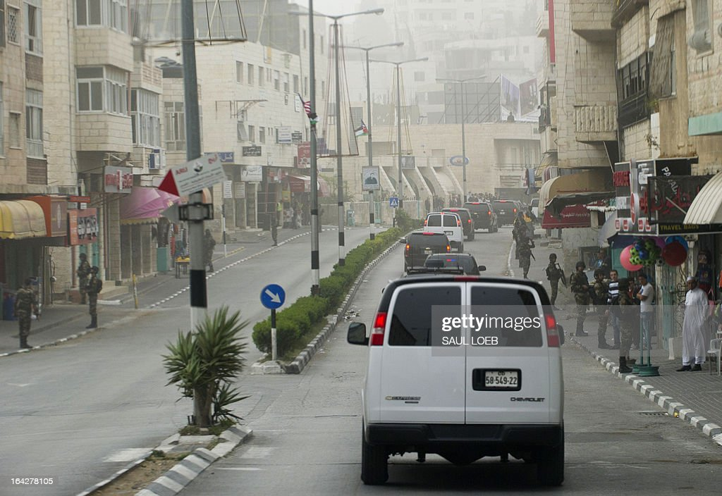 US President Barack Obama's motorcade drives through the streets heading to the Church of the Nativity, the traditional birthplace of Jesus Christ, in the West Bank city of Bethlehem, on March 22, 2013, on the final day of Obama's 3-day trip to Israel and the Palestinian territories. AFP PHOTO / Saul LOEB