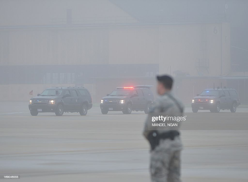 US President Barack Obama's motorcade is seen in a light fog as it arrives May 19, 2013 at Andrews Air Force Base in Maryland. President Obama is headed to Atlanta, Georgia to attend the commencement at Morehouse College. AFP PHOTO/Mandel NGAN