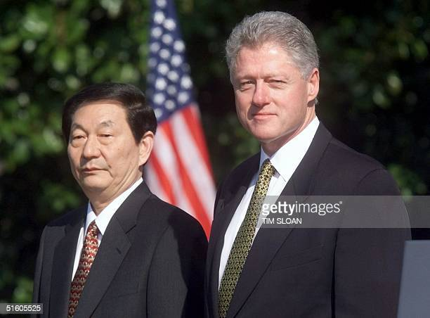 President Bill Clinton and Chinese Premier Zhu Rongji stand at attention 08 April 1999 during a state arrival ceremony for Zhu at the White House in...