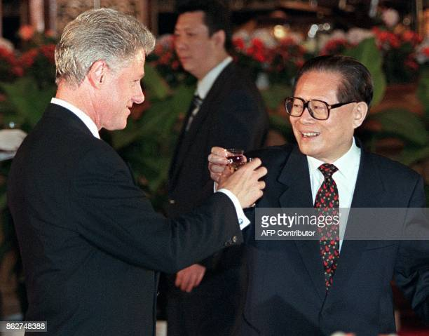 US President Bill Clinton and Chinese President Jiang Zemin make a toast at the State Banquet on June 27 1998 in Beijing's Great Hall of the People...
