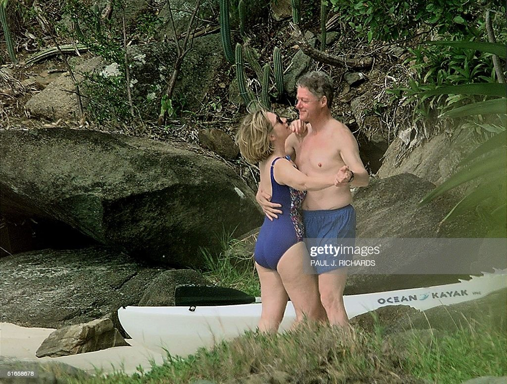 US President Bill Clinton and First Lady Hillary Clinton dance on the beach of Megan Bay, St. Thomas, US Virgin Islands 04 January 1998 shortly after taking a swim. The President and his family concluded their vacation on the tropical island and are returning to Washington.