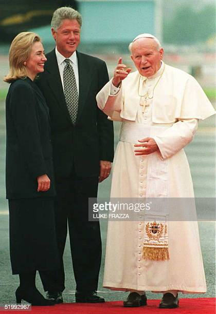 President Bill Clinton and his wife Hillary greet Pope John Paul II 04 Oct on his arrival at at Newark Airport in New Jersey The Pope is on a fiveday...