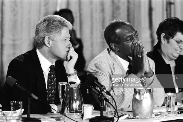 President Bill Clinton Bill Cosby and TV journalist Linda Ellerbee at a discussion on how to improve the quantity and quality of children's...