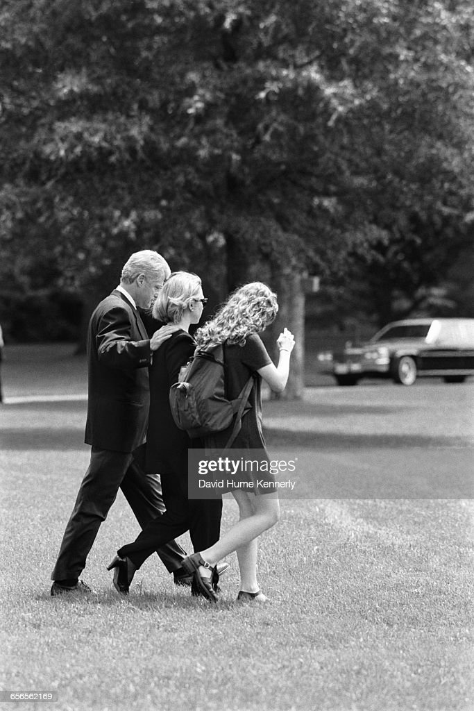 S President Bill Clinton First Lady Hillary Clinton and daughter Chelsea Clinton walk on South Lawn to Marine One about to depart for Camp David on...