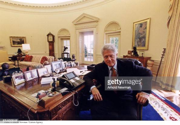 behind the oval office of president clinton All staff of the secret service assigned to the white house had come across clinton and monica 'embracing, making out, or on the oval office desk' monica did everything she could to catch the president's eye, including wearing short dresses.