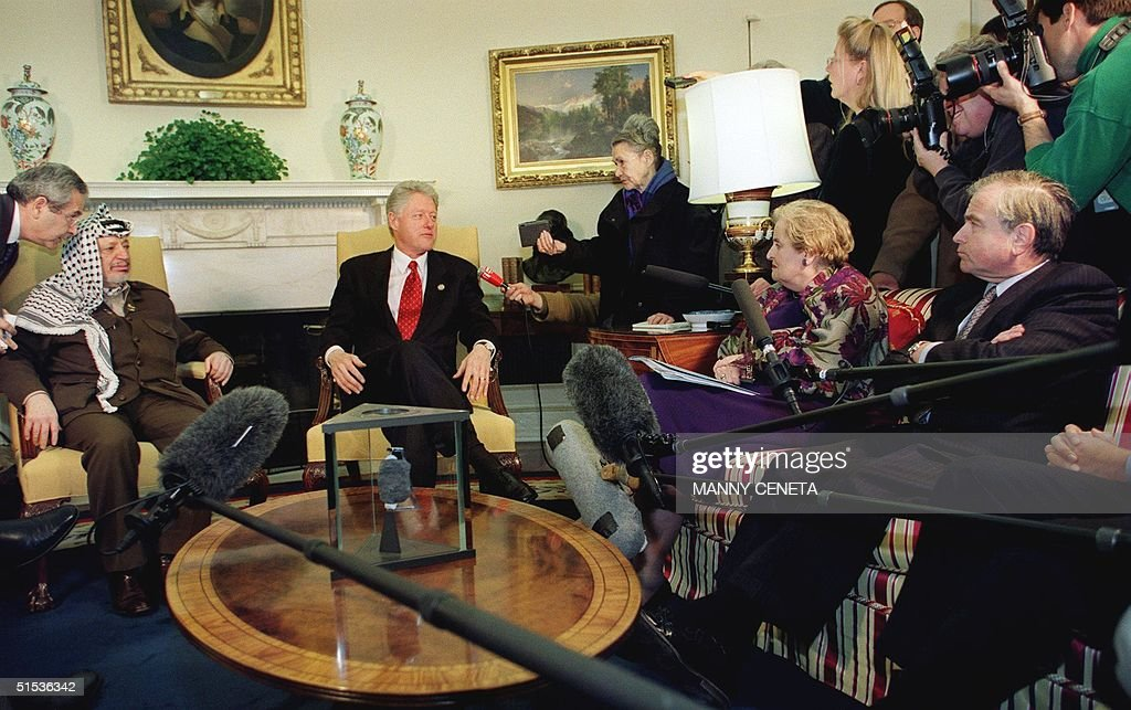 US President <a gi-track='captionPersonalityLinkClicked' href=/galleries/search?phrase=Bill+Clinton&family=editorial&specificpeople=67203 ng-click='$event.stopPropagation()'>Bill Clinton</a> (C) speaks to reporters as Palestinian Leader <a gi-track='captionPersonalityLinkClicked' href=/galleries/search?phrase=Yasser+Arafat+-+Politiek+leider&family=editorial&specificpeople=118625 ng-click='$event.stopPropagation()'>Yasser Arafat</a> (2nd-L) US Secretary of State <a gi-track='captionPersonalityLinkClicked' href=/galleries/search?phrase=Madeleine+Albright&family=editorial&specificpeople=211429 ng-click='$event.stopPropagation()'>Madeleine Albright</a> (2nd-R seated) and National Security Advisor <a gi-track='captionPersonalityLinkClicked' href=/galleries/search?phrase=Sandy+Berger&family=editorial&specificpeople=210575 ng-click='$event.stopPropagation()'>Sandy Berger</a> (R-seated) look on before meetings in the Oval Office at the White house in Washington, DC 20 January, 2000. Arafat and Clinton discussed the peace process between Palestine and Israel. AFP PHOTO/Manny CENETA