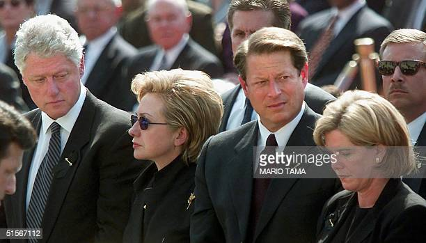 President Bill Clinton US First Lady Hillary Rodham Clinton US Vice President and Democratic presidential candidate Al Gore and wife Tipper Gore...