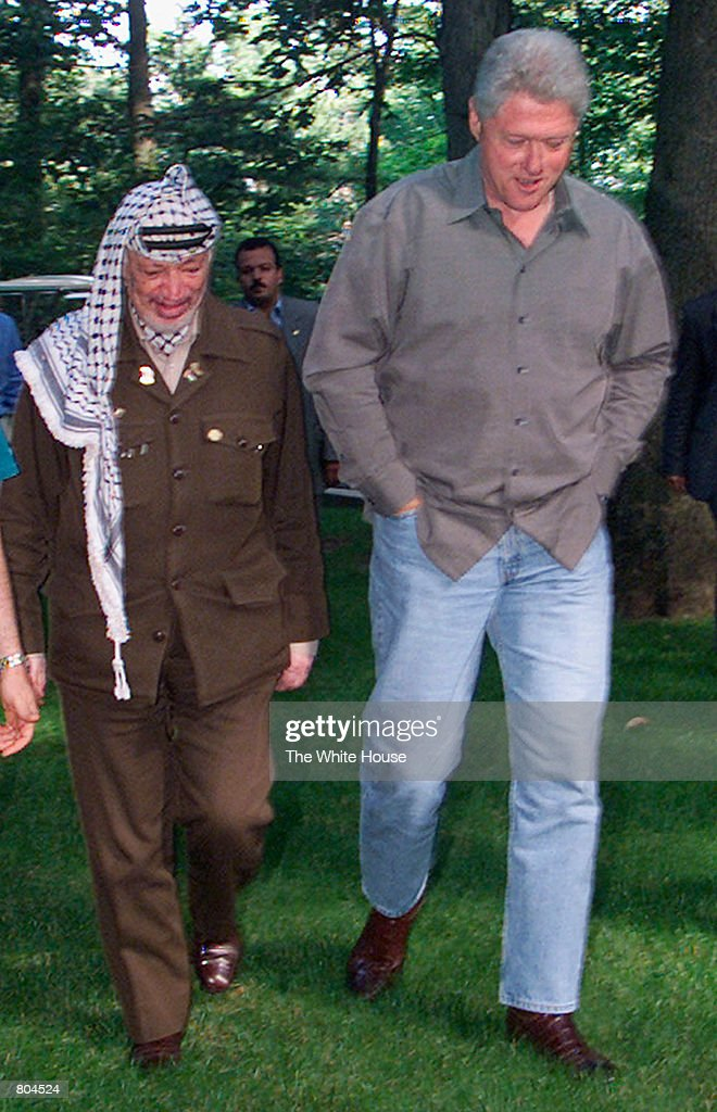 http://media.gettyimages.com/photos/president-bill-clinton-walks-with-plo-chairman-yasser-arafat-july-12-picture-id804524