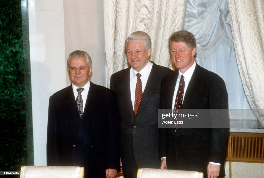 US President Bill Clinton's first official visit to Russia. Signing of the trilateral statement on nuclear disarmament of Ukraine. Moscow, Russia, on 12th January 1994. Pictured: Pictured: Ukrainian president Leonid Kravchuk, Russian president Boris Yeltsin, Bill Clinton.