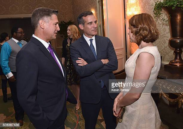 President Brady Campaign to Prevent Gun Violence Dan Gross Mayor of Los Angelse Eric Garcetti and actress Jenna Fischer speak onstage at the 2016 Los...
