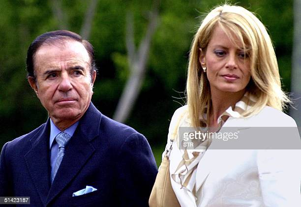 President Carlos Saul Menem is seen with his wife Cecilia Bolocco during their vacation in Mexico City 15 January 2002 El ex presidente argentino...