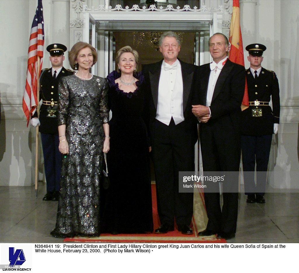 ¿Cuánto mide el Rey Juan Carlos I? - Altura - Real height President-clinton-and-first-lady-hillary-clinton-greet-king-juan-and-picture-id1591425