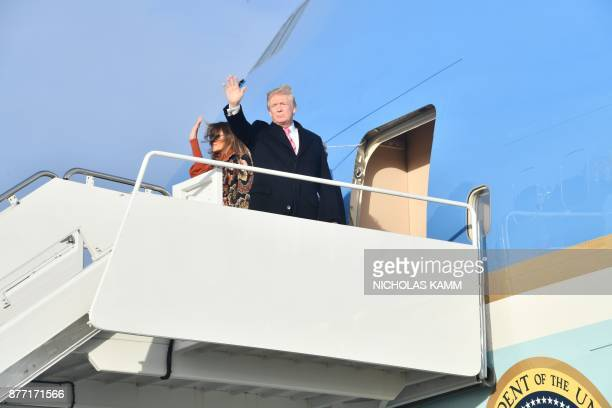 US President Donald Trump and First Lady Melania Trump board Air Force One on November 21 2017 at Andrews Air Force Base Maryland / AFP PHOTO /...