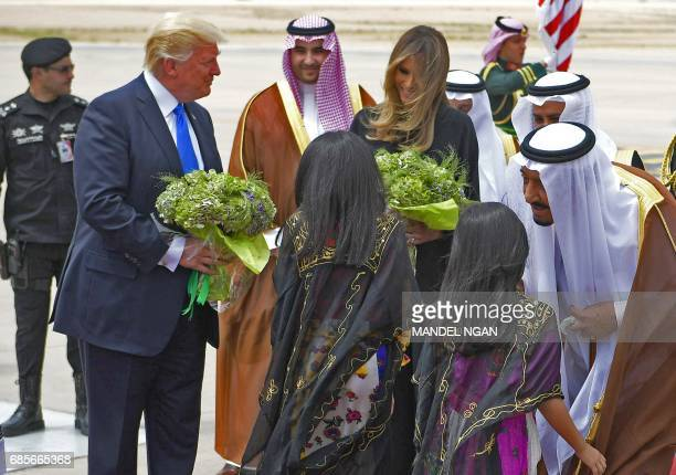US President Donald Trump and First Lady Melania Trump take part in a welcome ceremony by Saudi King Salman bin Abdulaziz alSaud upon arrival at King...