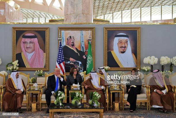US President Donald Trump and Saudi Arabia's King Salman bin Abdulaziz alSaud stop for coffee in the presence of First Lady Melania Trump in the...