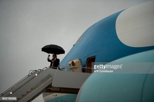 US President Donald Trump arrives at Piedmont Triad International Airport on October 7 2017 in Greensboro North Carolina / AFP PHOTO / Brendan...