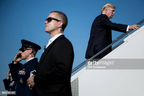 President Donald Trump boards Air Force One at Morristown Airport September 24 2017 in Morristown New Jersey / AFP PHOTO / Brendan Smialowski