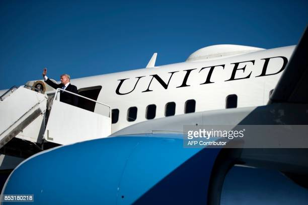 US President Donald Trump boards Air Force One at Morristown Airport September 24 2017 in Morristown New Jersey / AFP PHOTO / Brendan Smialowski