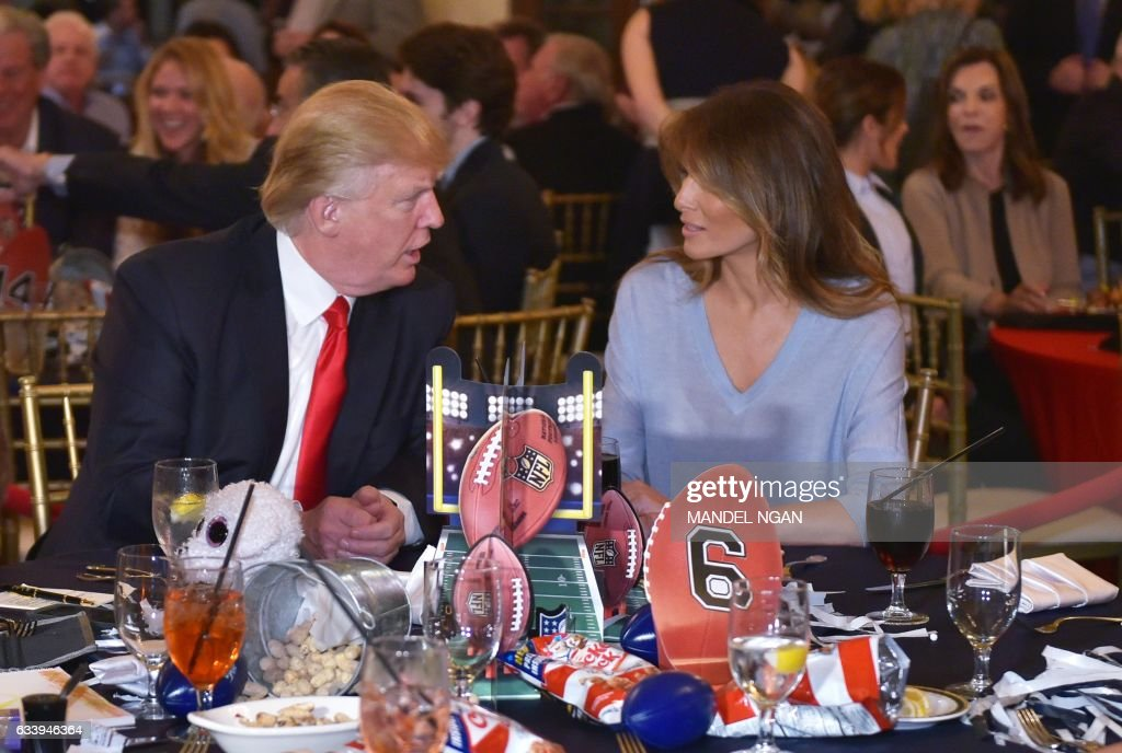 US President Donald Trump chats with First Lady Melania Trump while watching the Super Bowl at Trump International Golf Club Palm Beach in West Palm Beach, Florida on February 5, 2017. / AFP / MANDEL