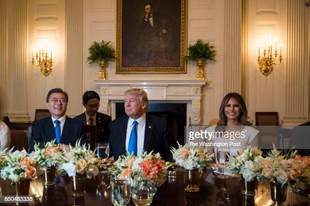 President Donald Trump First Lady Melania Trump South Korean President Moon Jaein left and his wife Kim Jeongsuk talk during a dinner in the State...