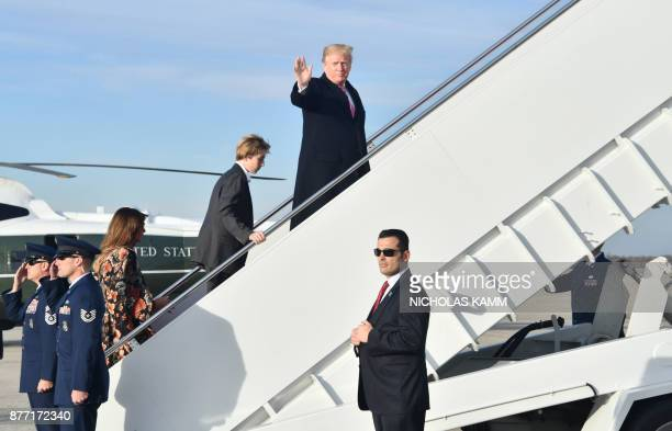 US President Donald Trump First Lady Melania Trumpand son Barron Trump board Air Force One on November 21 2017 at Andrews Air Force Base Maryland /...