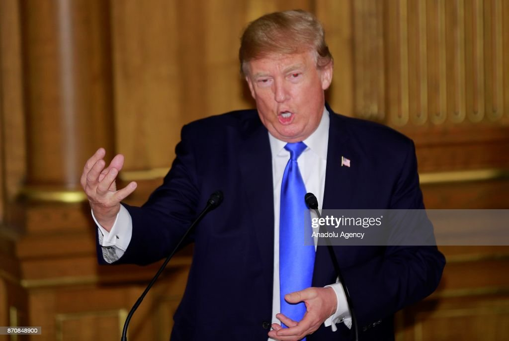 US President Donald Trump (C) gives a speech during a speech at the opening of a dinner hosted by Japanese Prime Minister Shinzo Abe (not seen) at Akasaka Palace in Tokyo, Japan on November 6, 2017.