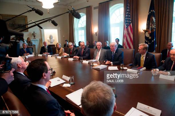 US President Donald Trump holds a Cabinet Meeting in the Cabinet Room of the White House in Washington DC November 20 2017 / AFP PHOTO / SAUL LOEB