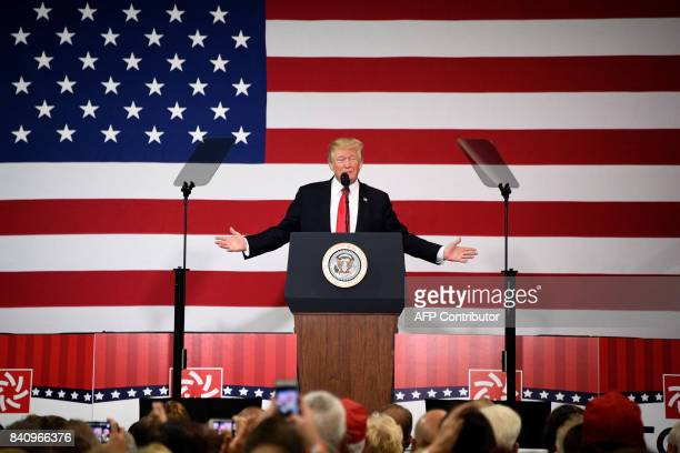 US President Donald Trump participates in a tax reform kickoff event at the Loren Cook Company in Springfield MO on August 30 2017 / AFP PHOTO / JIM...