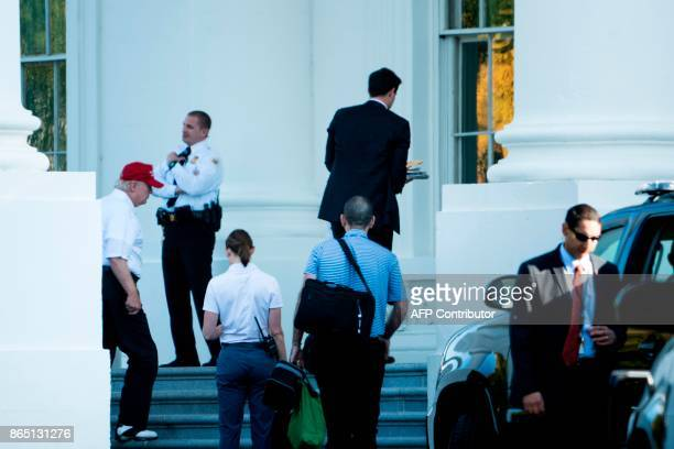 US President Donald Trump returns to the White House after visiting the Trump National Golf Club on October 22 in Washington DC / AFP PHOTO / Brendan...