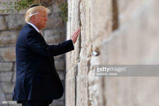 President Donald Trump visits the Western Wall the holiest site where Jews can pray in Jerusalems Old City on May 22 2017 / AFP PHOTO / MANDEL NGAN