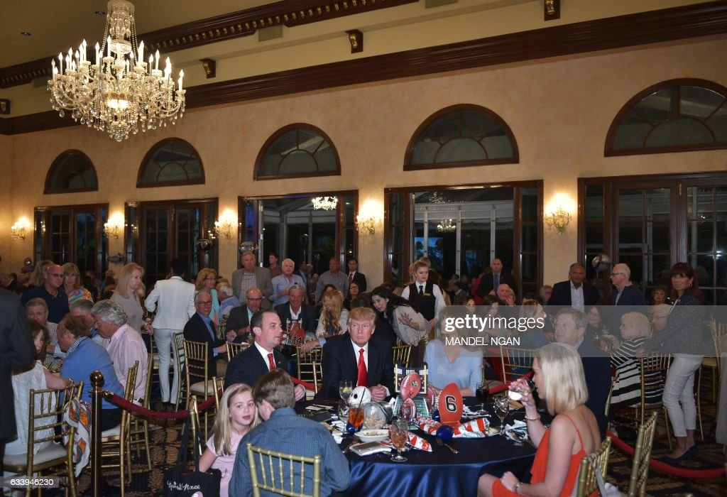 US President Donald Trump watches the Super Bowl with First Lady Melania Trump (R) and White House Chief of Staff Reince Priebus (L) at Trump International Golf Club Palm Beach in West Palm Beach, Florida on February 5, 2017. / AFP / MANDEL