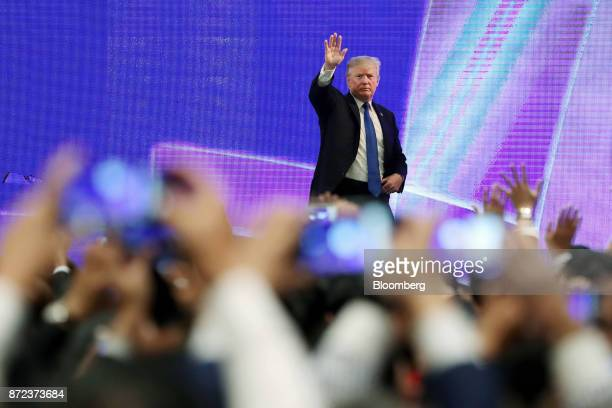 US President Donald Trump waves after speaking at the AsiaPacific Economic Cooperation CEO Summit in Danang Vietnam on Friday Nov 10 2017 Trumptold...