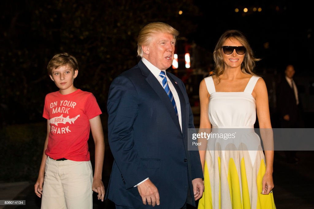 U.S. President Donald Trump (C), with First Lady Melania Trump (R) and their son Barron (L), walks to the White House from Marine One on the South Lawn of the White House on August 20, 2017 in Washington, DC. President Trump is returning to Washington after his 2 week working vacation in New Jersey.
