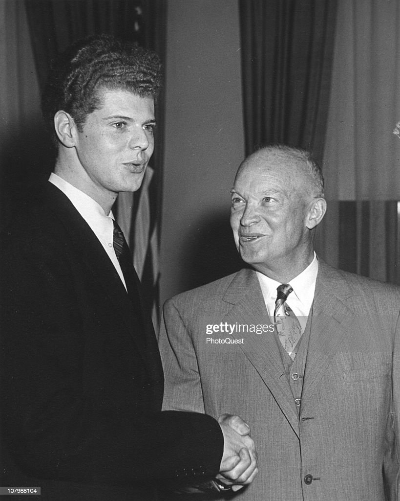 US President <a gi-track='captionPersonalityLinkClicked' href=/galleries/search?phrase=Dwight+Eisenhower&family=editorial&specificpeople=90742 ng-click='$event.stopPropagation()'>Dwight Eisenhower</a> (1890 - 1965) (right) shakes hands with pianist <a gi-track='captionPersonalityLinkClicked' href=/galleries/search?phrase=Van+Cliburn&family=editorial&specificpeople=94186 ng-click='$event.stopPropagation()'>Van Cliburn</a> (born Harvey Lavan Cliburn Jr) at the White House, Washington DC, May 23, 1958.