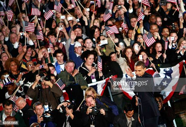 S President elect Barack Obama waves to supporters after he gave his victory speech during an election night gathering in Grant Park on November 4...