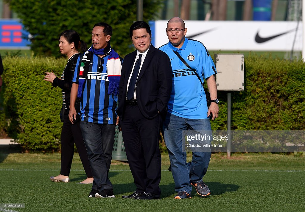 President Erick Thohir (C) looks on during the FC Internazionale training session at the club's training ground at Appiano Gentile on May 6, 2016 in Como, Italy.