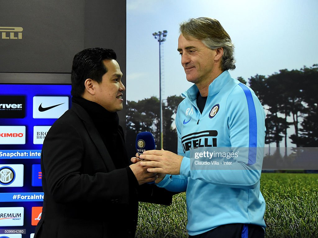 President FC Internazionale <a gi-track='captionPersonalityLinkClicked' href=/galleries/search?phrase=Erick+Thohir&family=editorial&specificpeople=9531719 ng-click='$event.stopPropagation()'>Erick Thohir</a> (L) and Head Coach <a gi-track='captionPersonalityLinkClicked' href=/galleries/search?phrase=Roberto+Mancini&family=editorial&specificpeople=234429 ng-click='$event.stopPropagation()'>Roberto Mancini</a> speak to the media during a press conference at the club's training ground at Appiano Gentile on February 13, 2016 in Como, Italy.