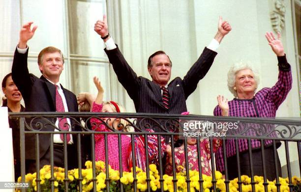 S President George Bush First Lady Barbara Bush and Vice President Dan Quayle wave to a welcoming crowd 04 November 1992 at the White House Bush was...