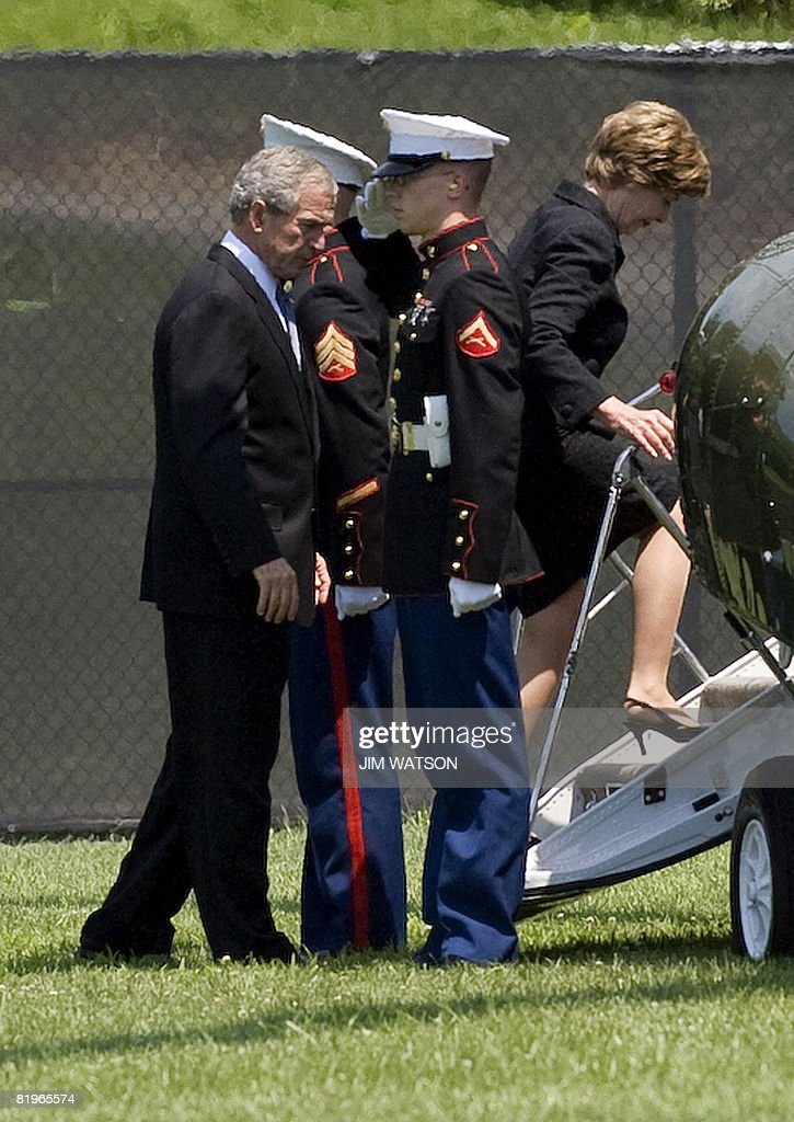 US President George W. Bush (L) and First Lady Laura Bush (R) board Marine One after attending former White House spokesman Tony Snow's funeral at Basilica of the National Shrine of the Immaculate Conception in Washington, DC, July 17, 2008. AFP PHOTO/Jim WATSON