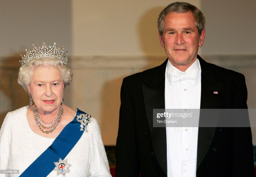 President George W Bush and Queen <a gi-track='captionPersonalityLinkClicked' href=/galleries/search?phrase=Elizabeth+II&family=editorial&specificpeople=67226 ng-click='$event.stopPropagation()'>Elizabeth II</a> attend a State Dinner at the White House on the fifth day of her USA tour on May 7, 2007 in Washington, DC.
