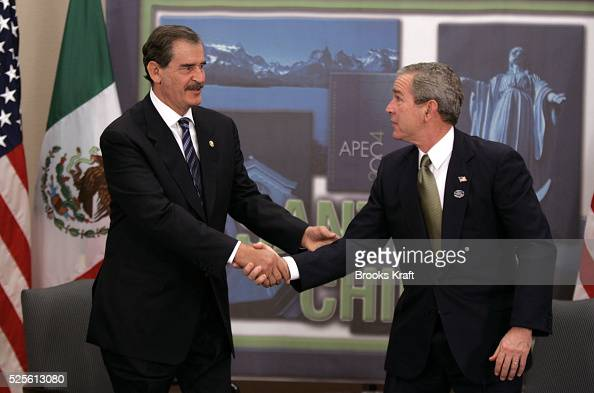 US President George W Bush during his bilateral meeting with Mexican President Vicente Fox in Santiago November 20 2004 during the annual Asia...