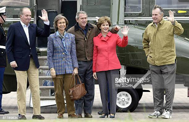 President George W Bush First Lady Laura Bush Former President George HW Bush King Juan Carlos of Spain and Queen Sofia wave to photographers after...