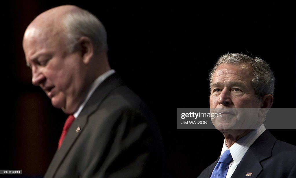 US President George W. Bush (R) is introduced by US Secretary of Energy Samuel Bodman during the Washington International Renewable Energy Conference at the Washington Cenvention Center in Washington, DC, on March 05, 2008. AFP PHOTO/Jim WATSON