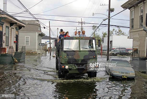 US President George W Bush Mayor Ray Nagin Lousiana Governor Kathleen Blanco and Vice Admiral Thad Allen tour through an area of New Orleans...
