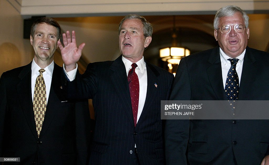 US President George W. Bush (C) waves as he walks with Senate Majority Leader Bill Frist (L) and Speaker of the House Dennis Hastert (R) in the US Capitol 20 May 2004, in Washington, DC. Bush is meeting with Republican lawmakers on Capitol Hill. AFP Photo/Stephen JAFFE