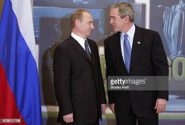 US President George W Bush with Russian President Vladimir Putin at their bilateral meeting in Santiago November 20 2004 during the annual Asia...