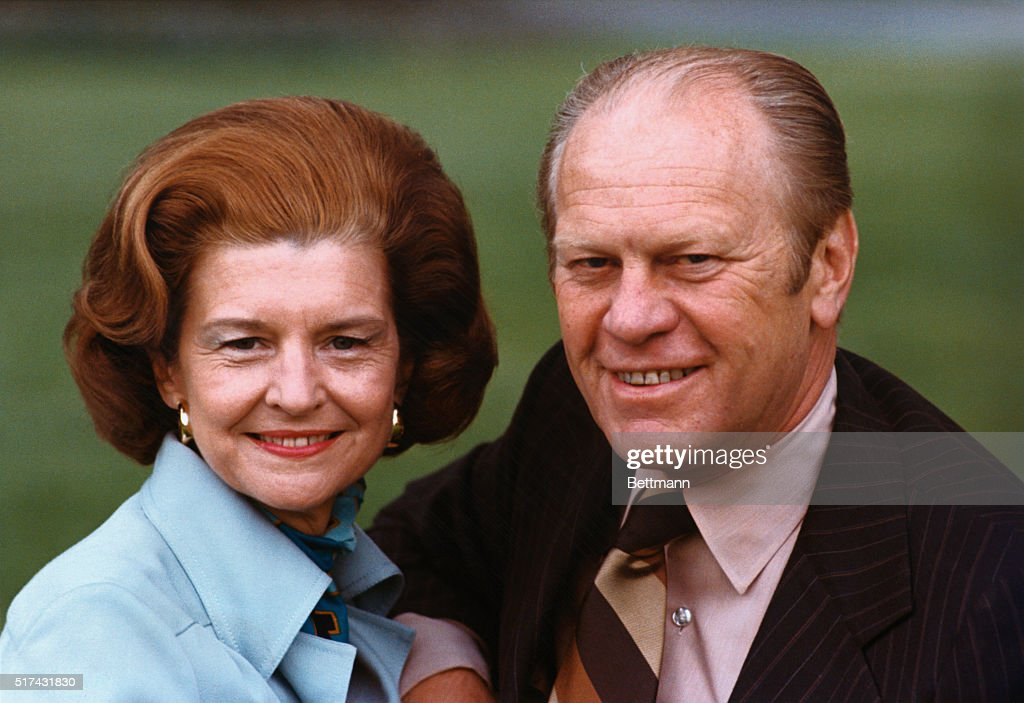 President Gerald R. Ford, and his wife, <a gi-track='captionPersonalityLinkClicked' href=/galleries/search?phrase=Betty+Ford&family=editorial&specificpeople=125160 ng-click='$event.stopPropagation()'>Betty Ford</a>, pose for a portrait on the south lawn of the White House.